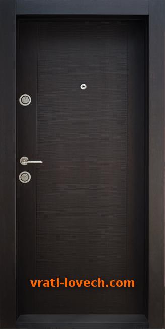 Блиндирана входна врата модел BG 002, цвят Венге