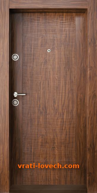 Блиндирана входна врата модел BG 002, цвят Златен дъб